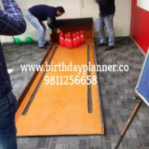 bowling alley game for party