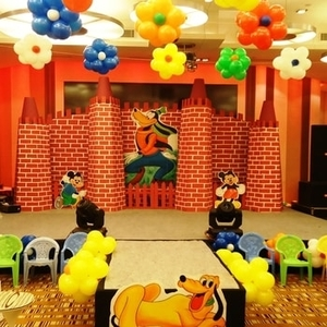 disney balloon decor for party