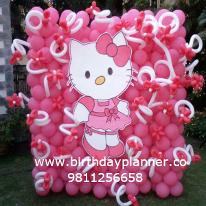 girls party with hello kitty