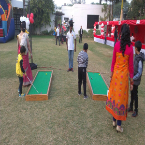 Mini golf game for birthday party
