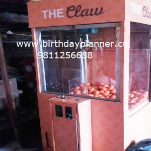 claw machine on rent
