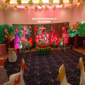 indoor balloon decoration for kids corner