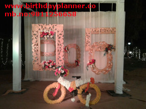 photo corner decoration theme
