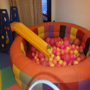 small ball pool game for childrens