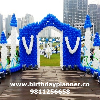 blue and white balloon decor