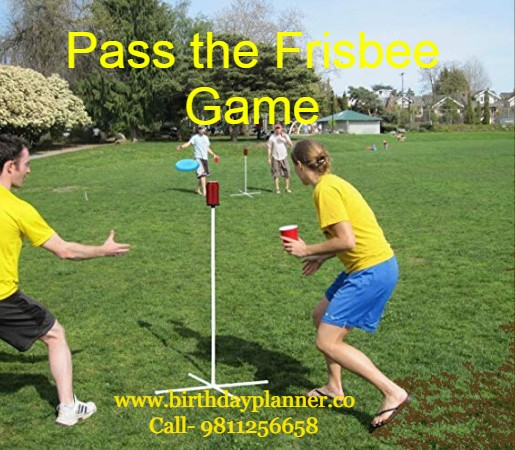 Pass the Frisbee Game